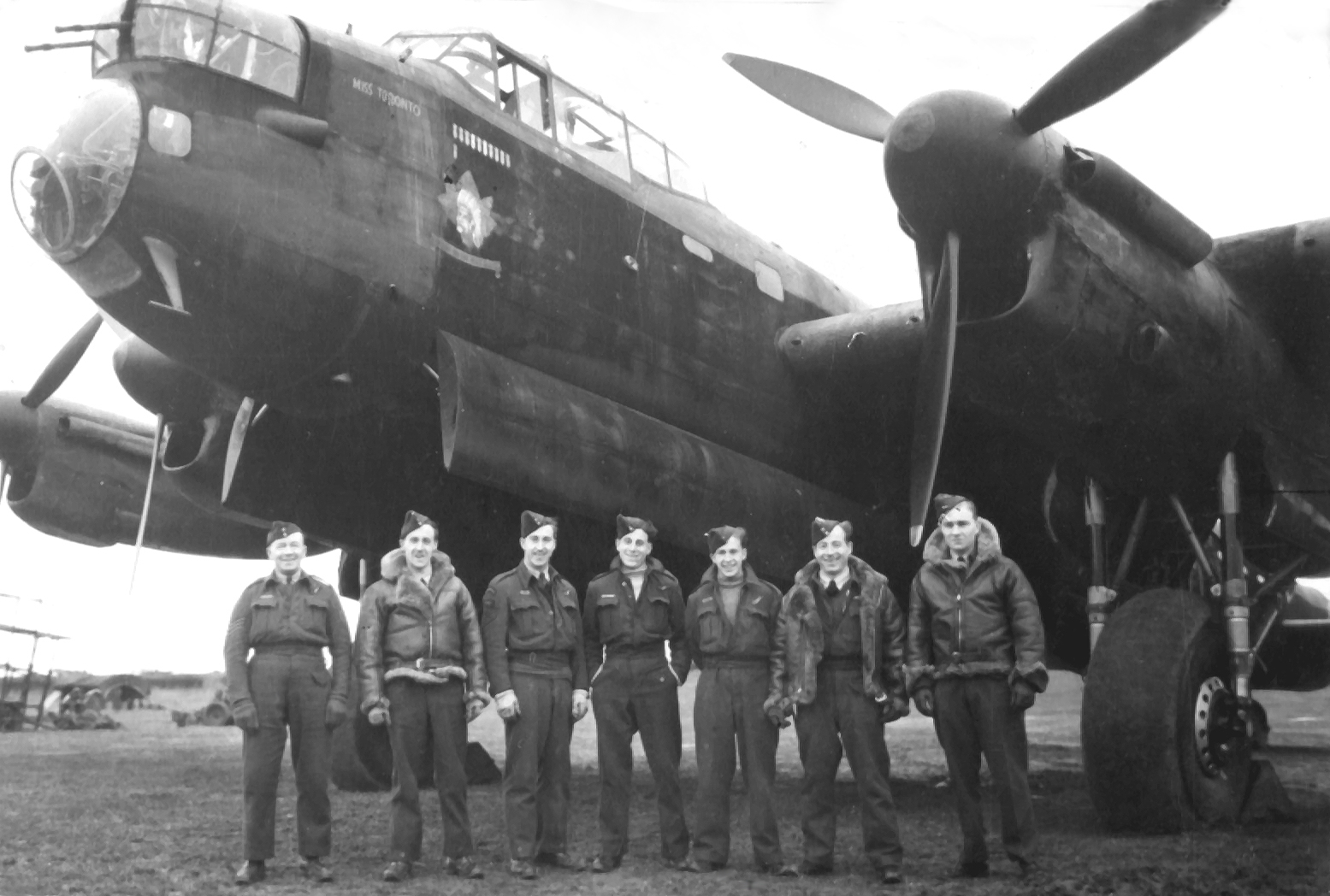 https://dambusters.files.wordpress.com/2011/03/hill-9-sqn-lancaster-and-crew-copy.jpg