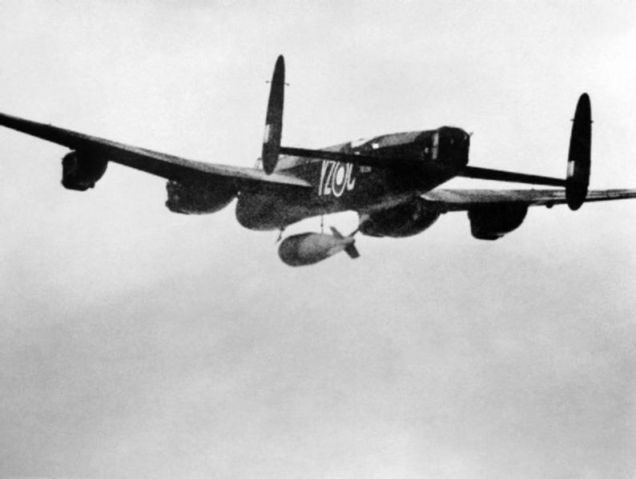 794px-Lancaster_617_Sqn_RAF_dropping_Grand_Slam_bomb_on_Arnsberg_viaduct_1945