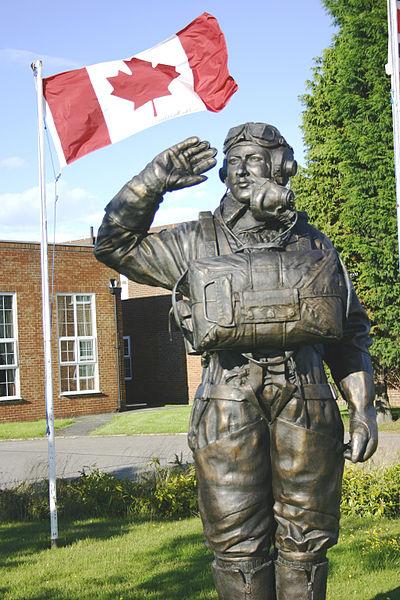 400px-Andrew_Mynarski_Memorial_Statue_-_RAF_MStG