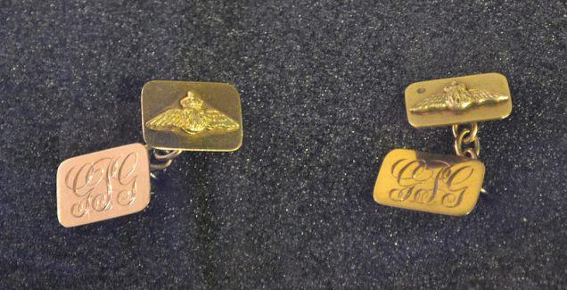 Exhibn Gibson cufflinks