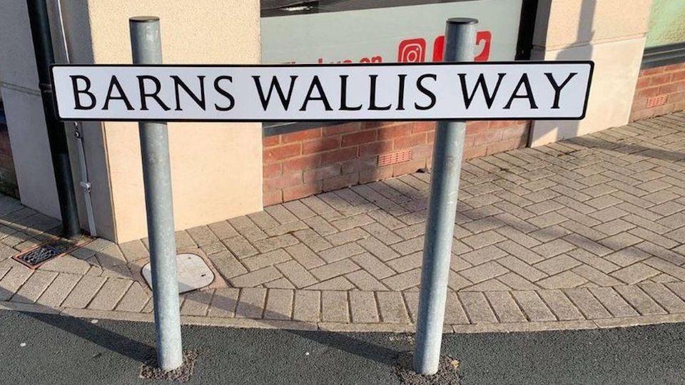 Wallis sign Riggott